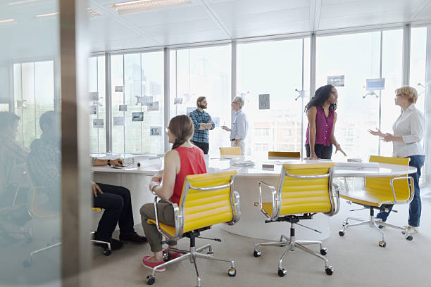 group of business people meeting in conference room - grand angle photos et images de collection
