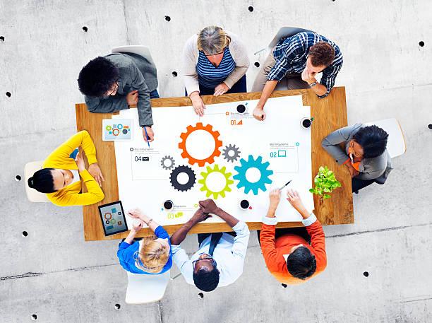 gruppo di uomini d'affari di lavoro di squadra incontro - business meeting, table view from above foto e immagini stock