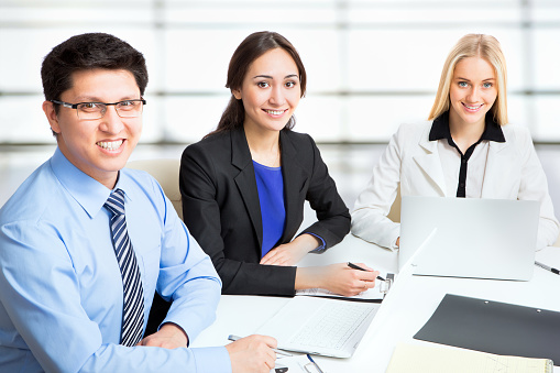 995734014 istock photo Group of business people 482385526