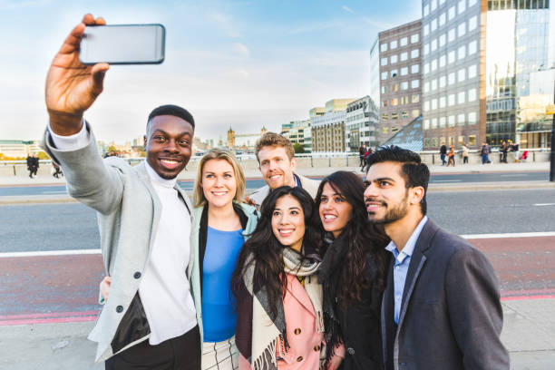 group of business people taking a selfie in london - génération du millénaire photos et images de collection