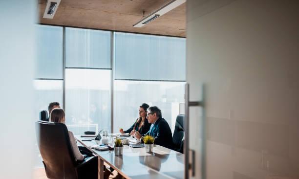 Gruppe von Geschäftsleuten brainstorming im Büro – Foto