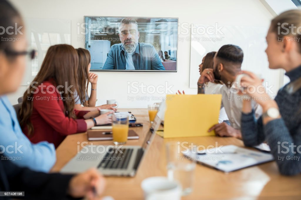 Gruppe von Geschäftsleute ein video Conference Call mit Vorgesetzten – Foto