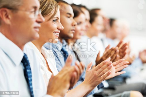 640177838 istock photo Group of businesspeople sitting in a line and applauding. 175402634