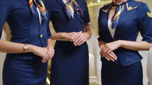飛行機の客室乗務員またはエアホステスのグループ - スチュワーデス 日本人 ストックフォトと画像