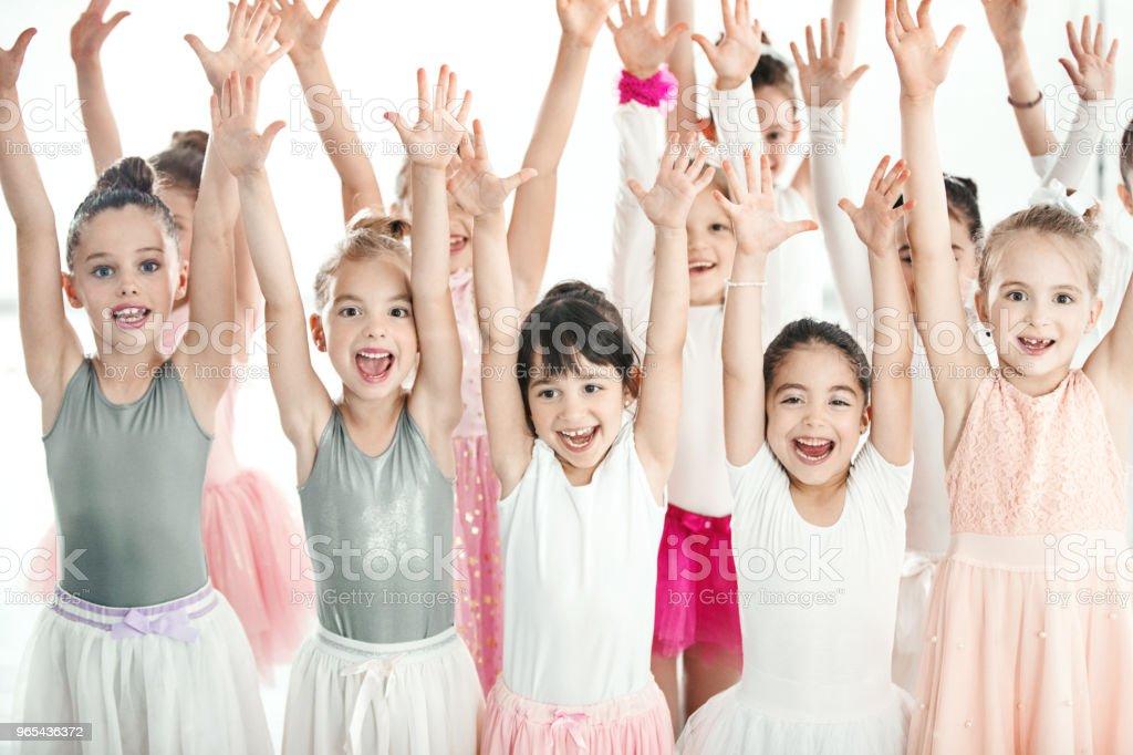 Groupe de filles de bonne humeur. - Photo de 6-7 ans libre de droits