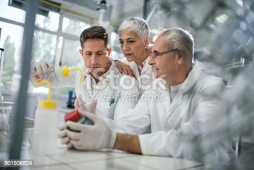 499203366istockphoto Group of chemists working on a new scientific experiment. 501508824