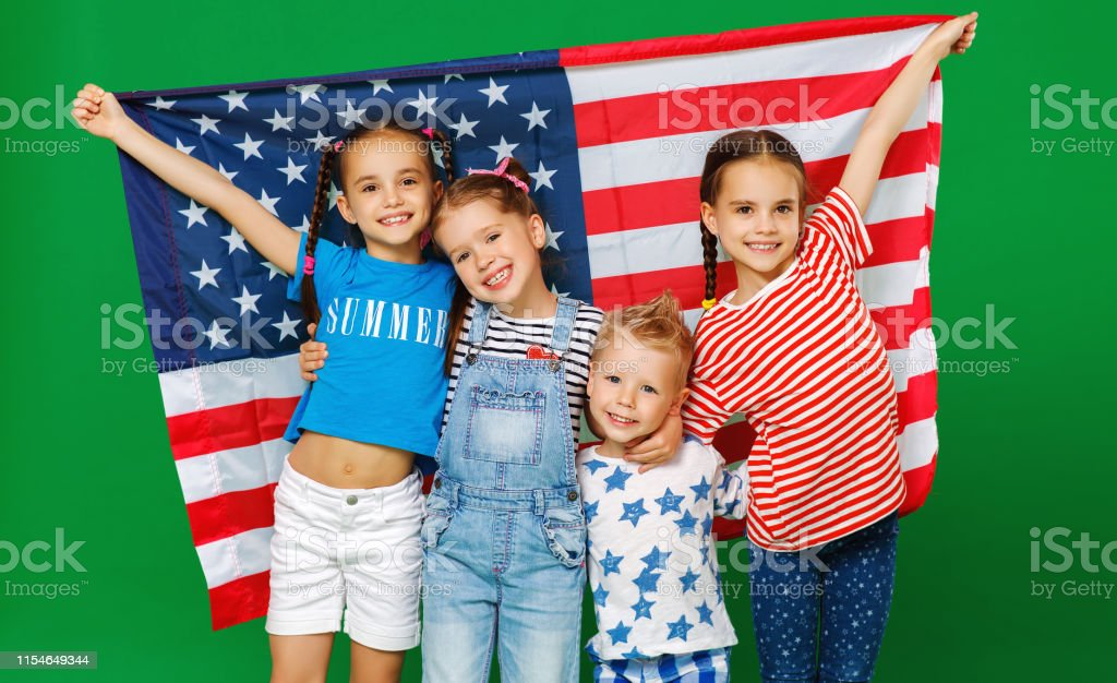 group of children with flag of   United States of America USA on green   background - Стоковые фото Близость роялти-фри