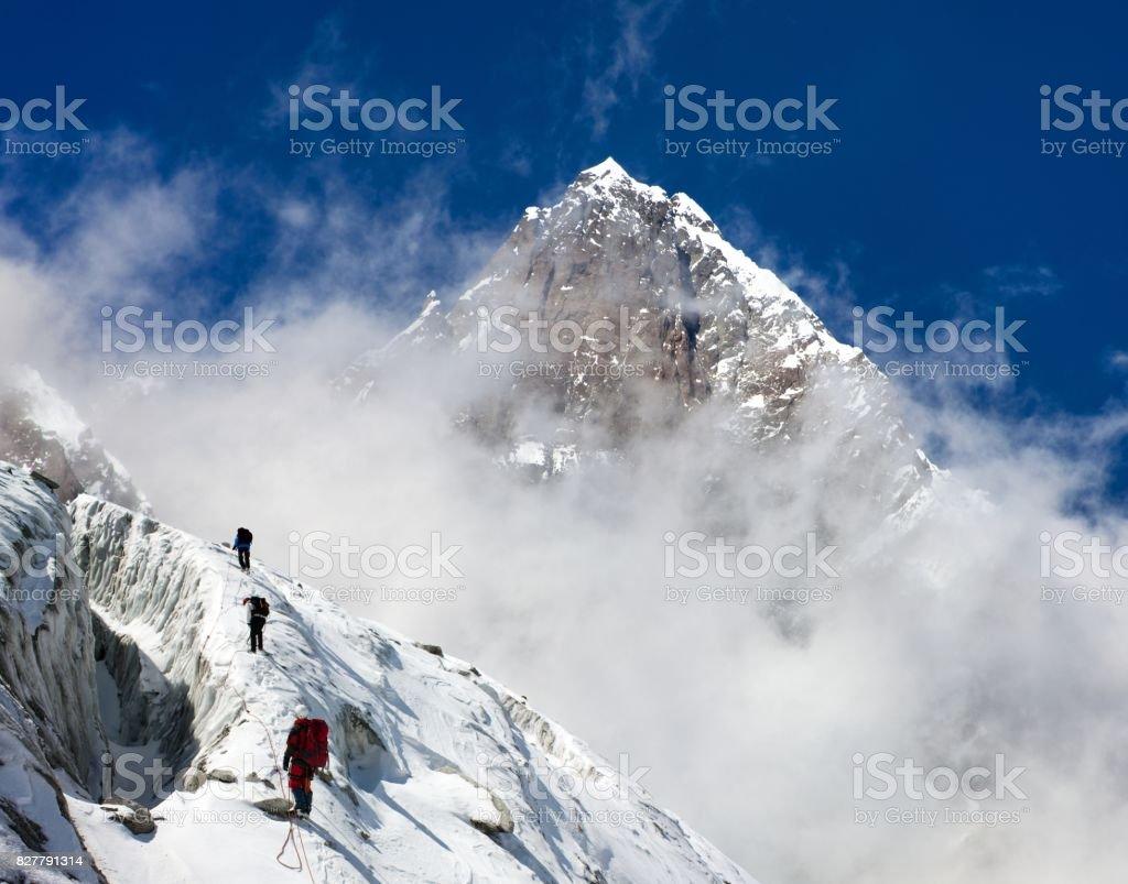Gruppe der Bergsteiger auf Berge montage auf Berg Lhotse – Foto