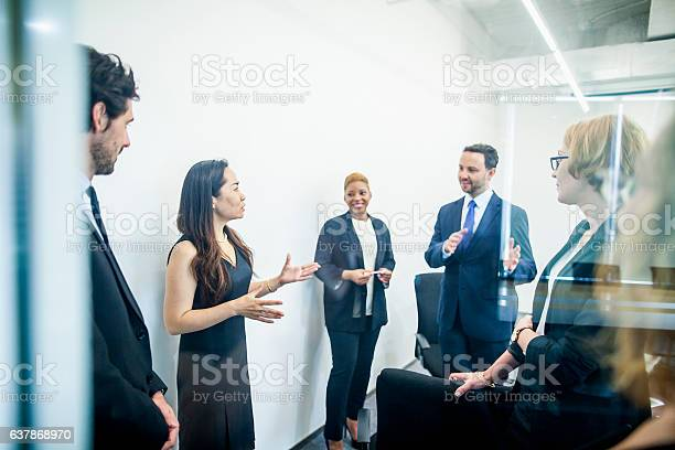 Group of colleagues having business meeting in office picture id637868970?b=1&k=6&m=637868970&s=612x612&h=za3gpji7rh1patmg3jjwcltvzmwmv yrbom6ed1f5ke=