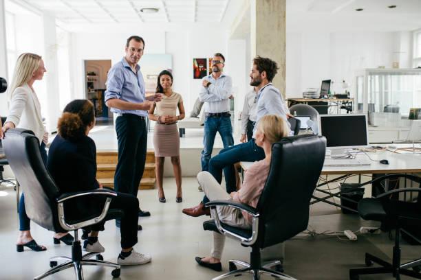 Gruppe von Kollegen, die Tagung In moderne Büroflächen – Foto