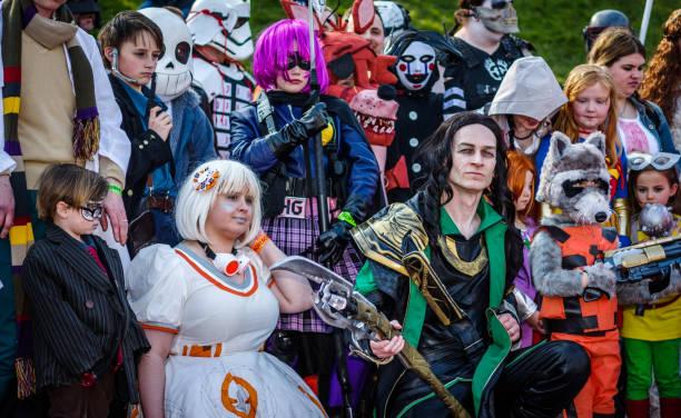 gruppe von cosplayer in sci-fi scarborough - faschingskostüme star wars stock-fotos und bilder