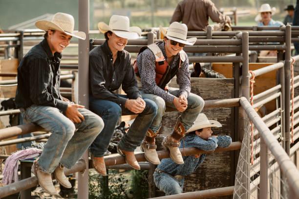 Gruppe von Cowboys hängen – Foto