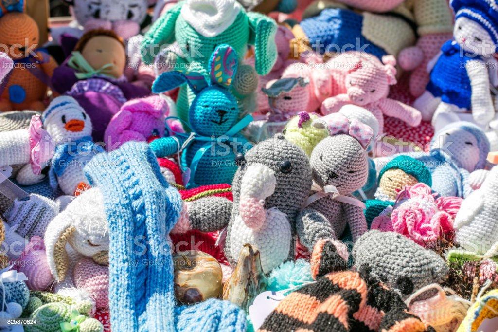 Gruppe Von Häkeln Stoff Spielzeug Handgefertigt Von Großmutter Stock