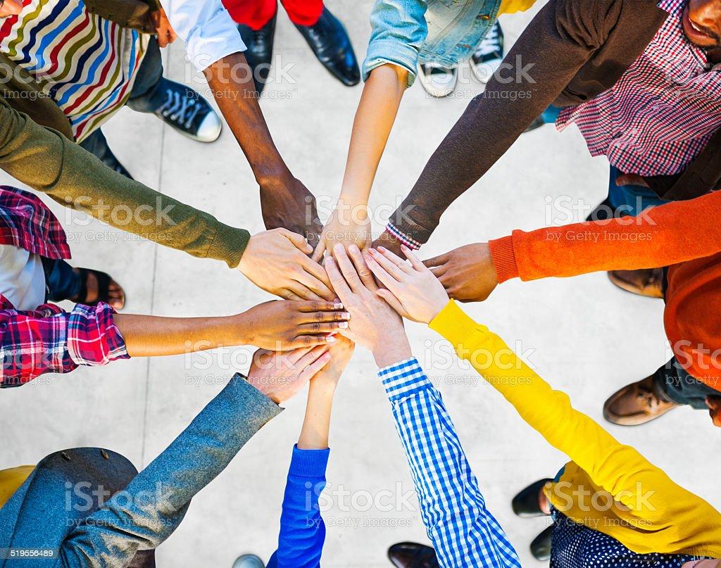 Multiethnische Gruppe von unterschiedlichen Menschen Zusammenarbeit Lizenzfreies stock-foto