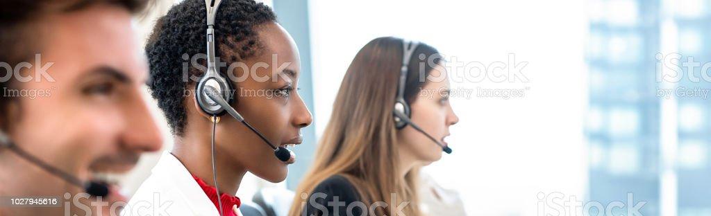 Gruppe von vielfältigen Telemarketing-Team im Call Center Office Banner-Hintergrund – Foto