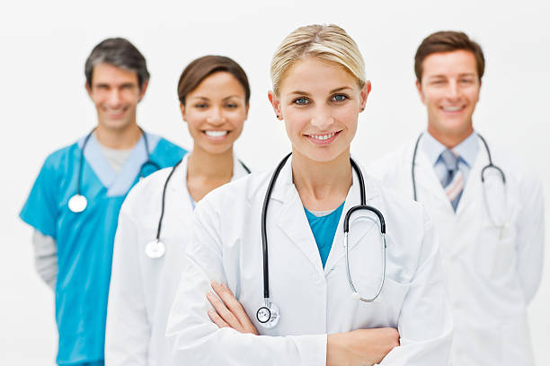 Gruppe von Ärzten vor weißem Hintergrund – Foto