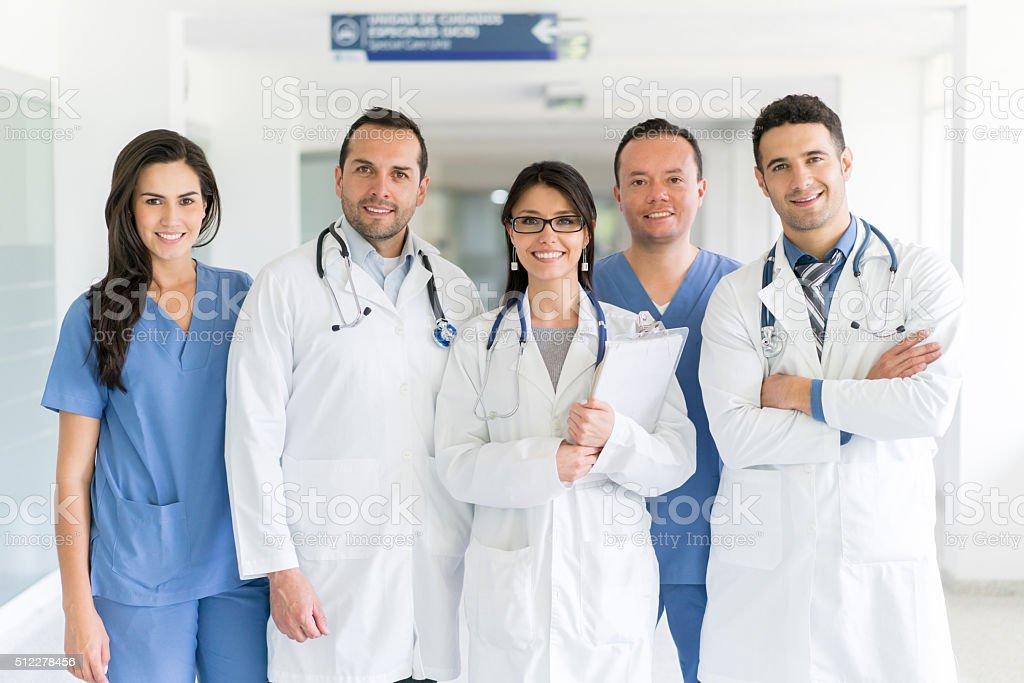 Gruppe von Ärzten im Krankenhaus – Foto