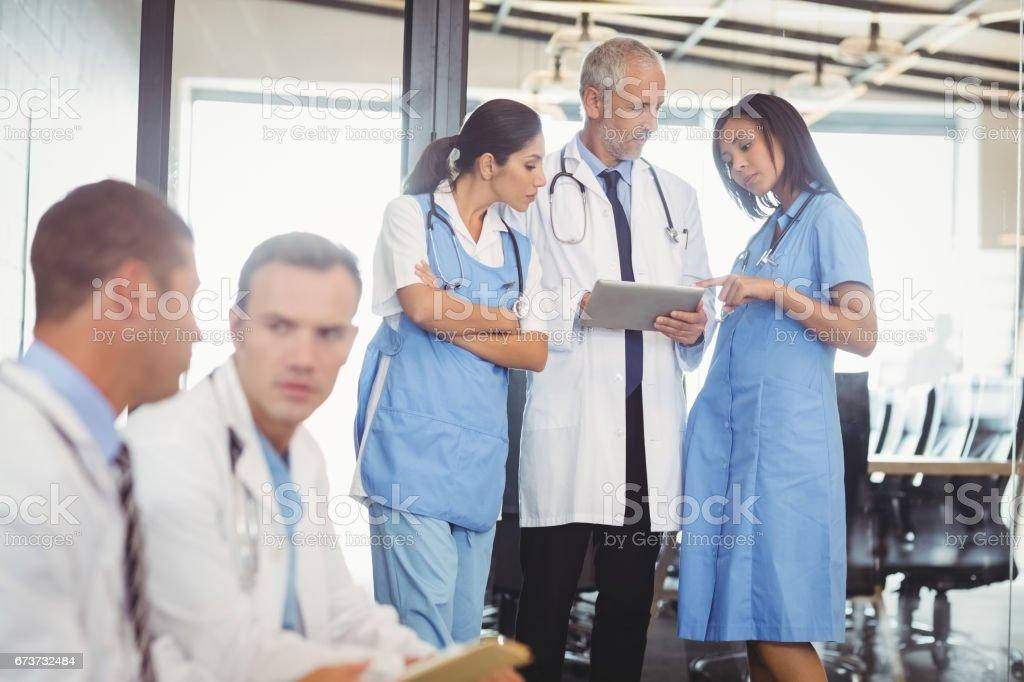 Groupe de médecins en hôpital photo libre de droits