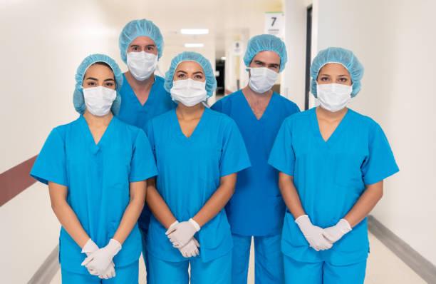 Gruppe von Ärzten bereit für die Operation – Foto