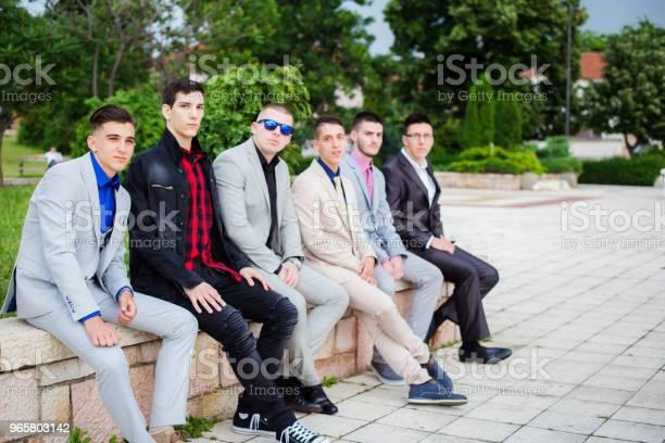 Группа Элегантности Подростков — стоковые фотографии и другие картинки 18-19 лет