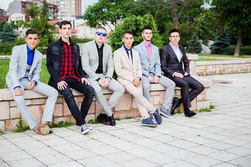 Groep Van Elegantie Tienerjongens Stockfoto en meer beelden van 18-19 jaar
