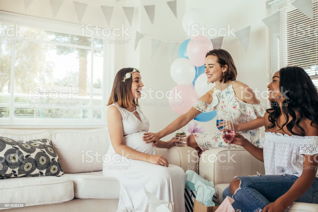 Group of female friends meeting for baby shower - foto stock