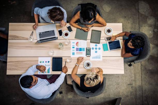 Gruppe von Finanzexperten Marktanalysen – Foto