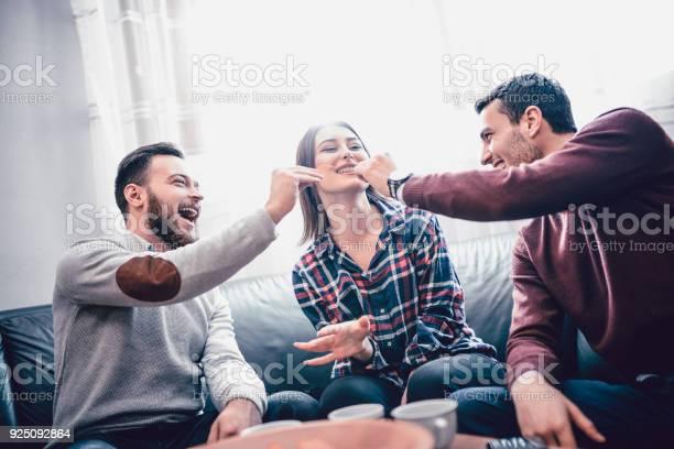 Group of friend eating snacks conversing and having fun time together picture id925092864?b=1&k=6&m=925092864&s=612x612&h=t5lbii7tv5hvvrm5nk1xvyrxvnlryjitibncihkjcx0=