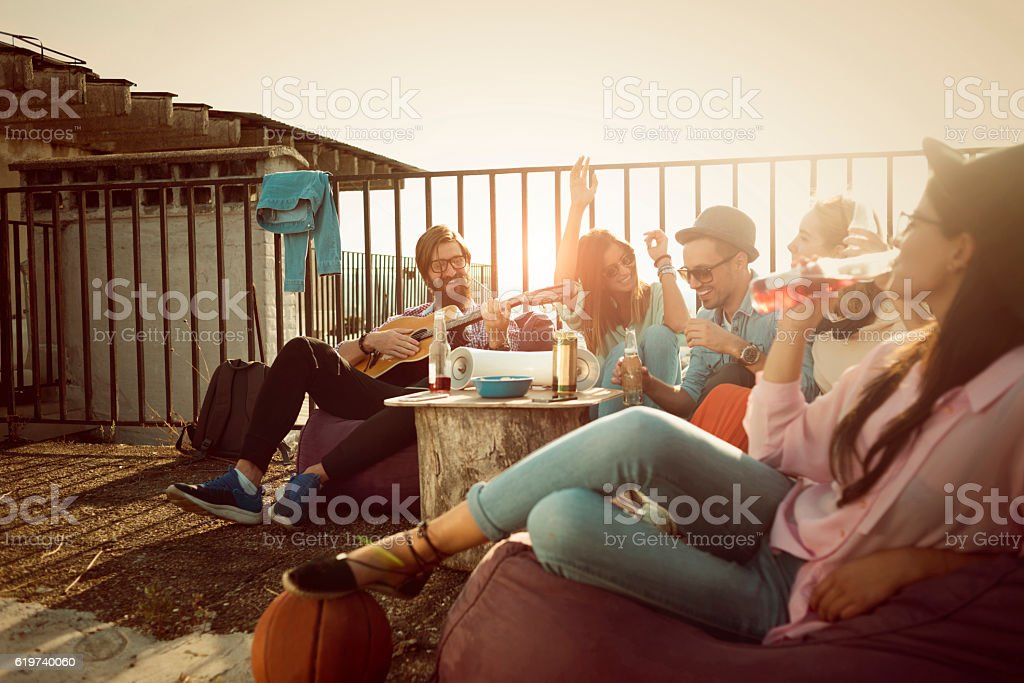 group of friends enjoying their own party on the roof - foto stock