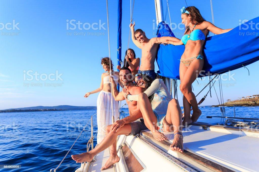 Group of friends enjoying yacht trip foto stock royalty-free