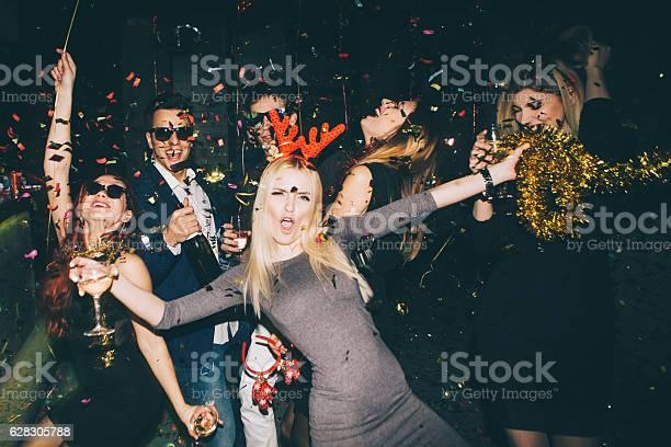 Group of friends having fun in the club picture id628305788?b=1&k=6&m=628305788&s=612x612&h=cp6bmqitmylegtmdaczj4ilrk6ogw aqnwpkzn2ddoe=