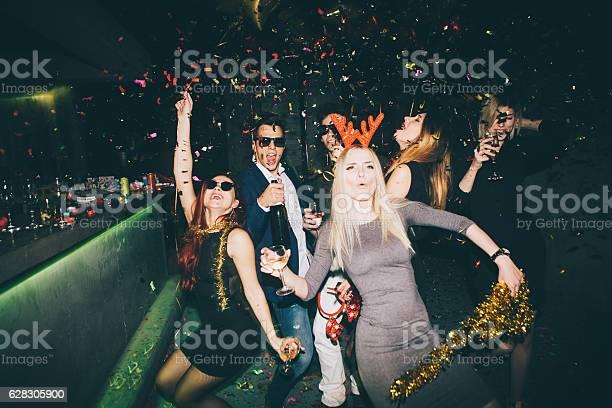 Group of friends having fun in the club picture id628305900?b=1&k=6&m=628305900&s=612x612&h=umbr4ezqsduihgmlbsoe slaa0u0ed3p7svmm3 odh0=