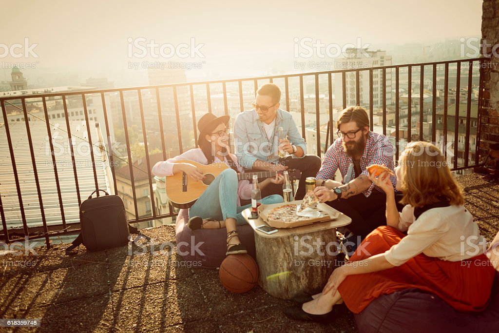 group of friends having fun on top of the city - foto stock
