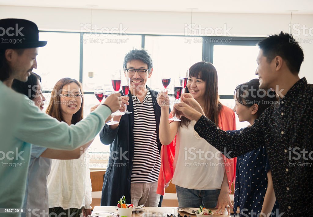 Group of friends toasting at a guest house - 30代のロイヤリティフリーストックフォト
