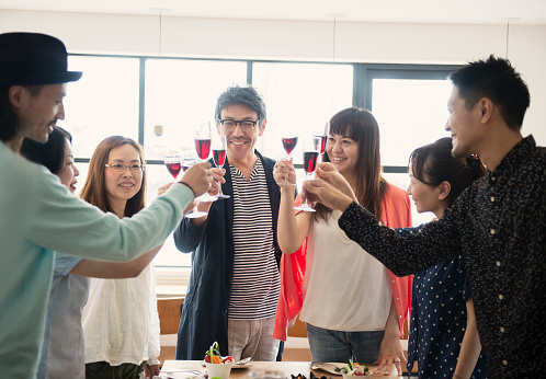 Group Of Friends Toasting At A Guest House - 30代のストックフォトや画像を多数ご用意