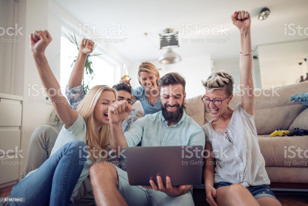 Gruppe von Freunden, die gerade Sport zusammen. - Lizenzfrei Bier Stock-Foto
