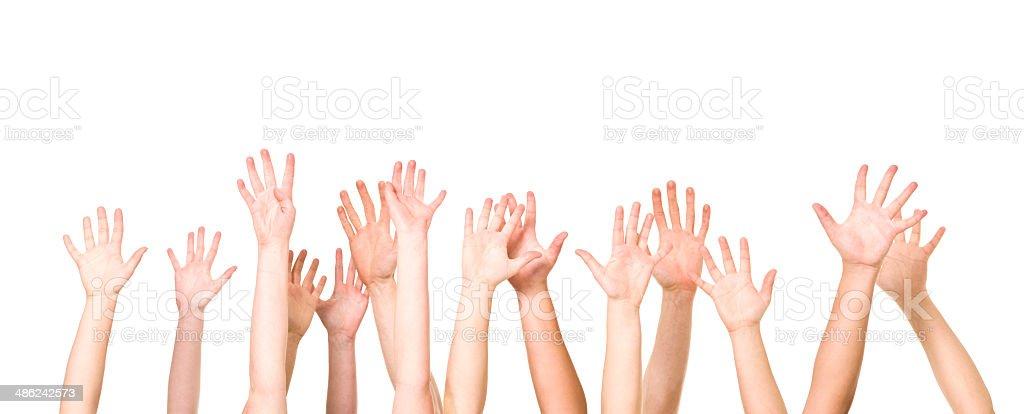 Grupo de manos en el aire - foto de stock