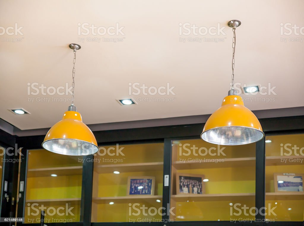group of hanging lights with shallow depth of field in Lizenzfreies stock-foto