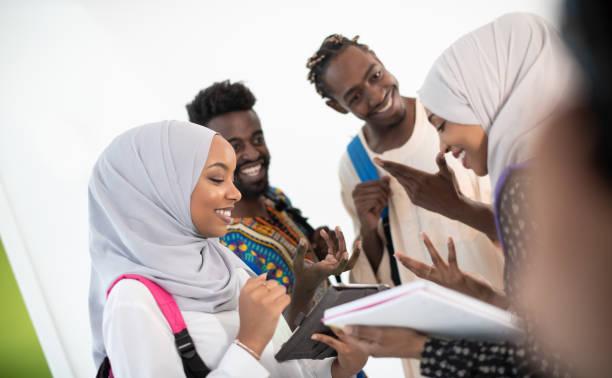 Gruppe glücklicher afrikanischer Studenten – Foto
