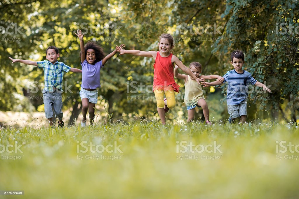 Group of happy children having fun while running in nature. – Foto