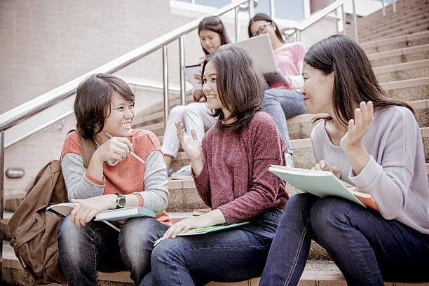 Gruppe von glücklichen Teenager high-school-Schüler im Freien – Foto