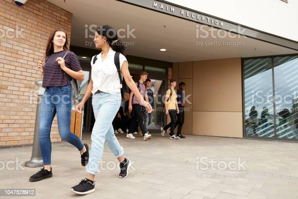Group of high school students walking out of college building picture id1047528912?b=1&k=6&m=1047528912&s=612x612&h=jkylciyfurapcrmdzlzvg6ubo19gavriixut0cxelws=