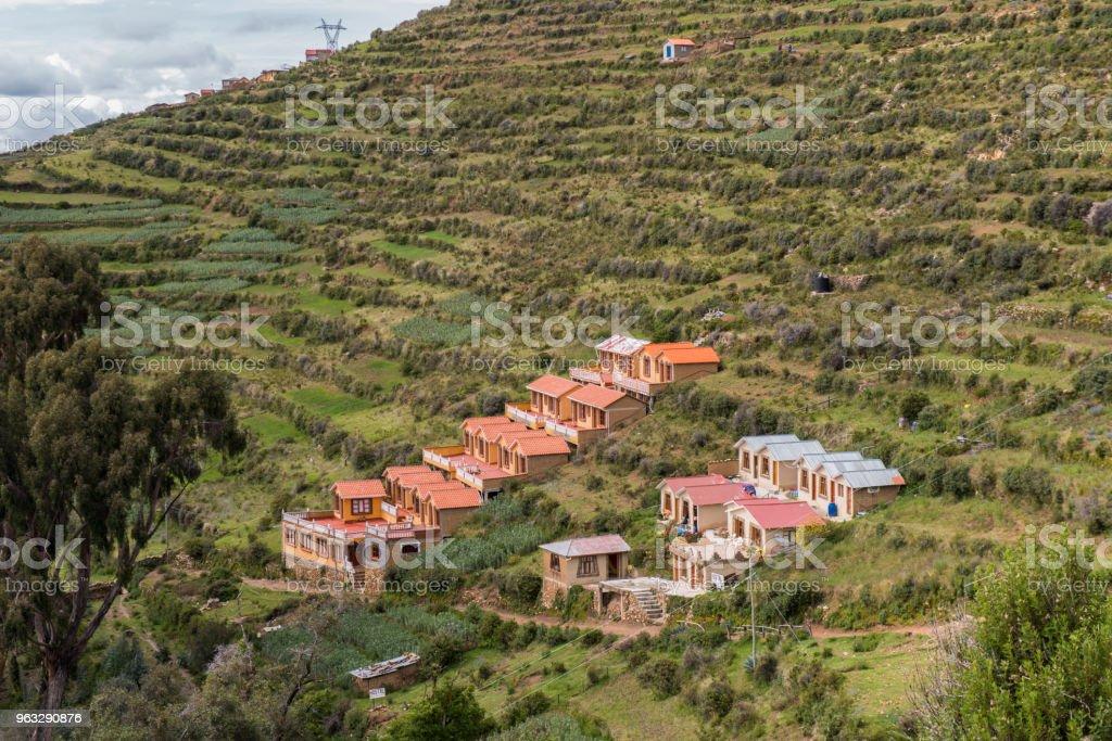 Grupo De Casas Y Terrazas De Cultivos En La Isla Del Sol