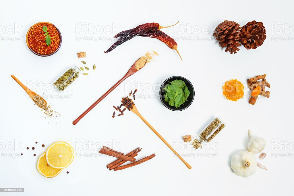 Group of indian spices and herbs on white background. photo libre de droits