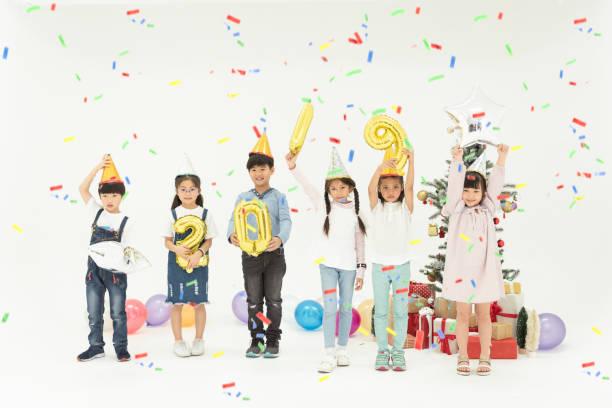 Gruppe von Kindern feiern Sie Weihnachten und frohes neues Jahr 2019 Partei zusammen. – Foto