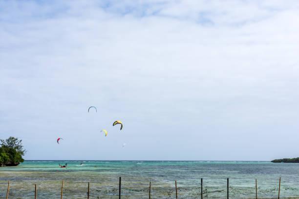 a group of kite surfs far out surfing - kitesurfen lernen stock-fotos und bilder