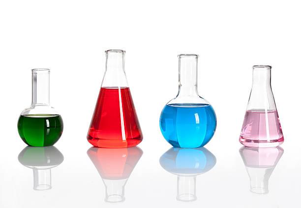 Groupe de laboratoire flasks avec une couleur liqiuds - Photo