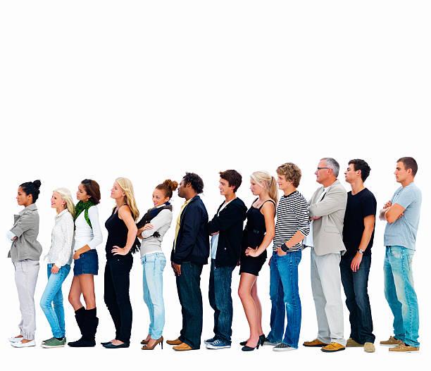 gruppo di uomini e donne in una riga - queue foto e immagini stock