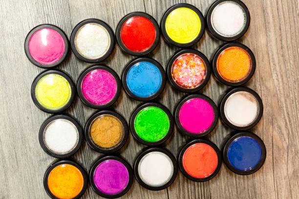 gruppe von nägeln kunst glitzer farbpalette - rosa glitzer nägel stock-fotos und bilder