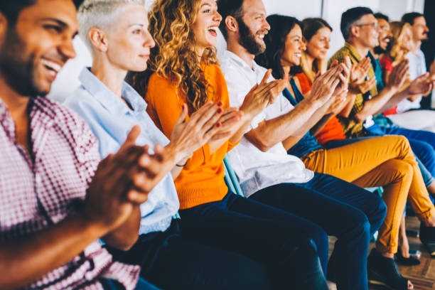 Group of people applauding - foto stock